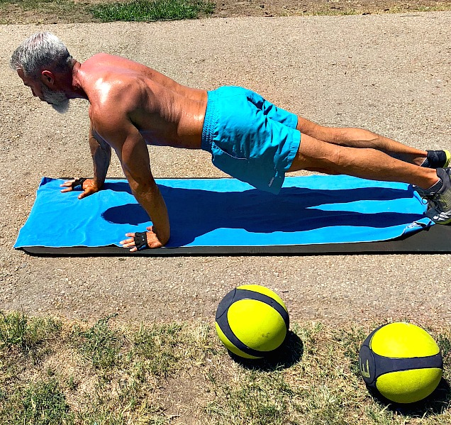 staggered arm push up chest muscles