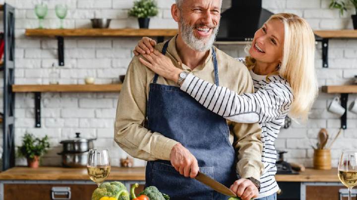 older couple dieting successfully